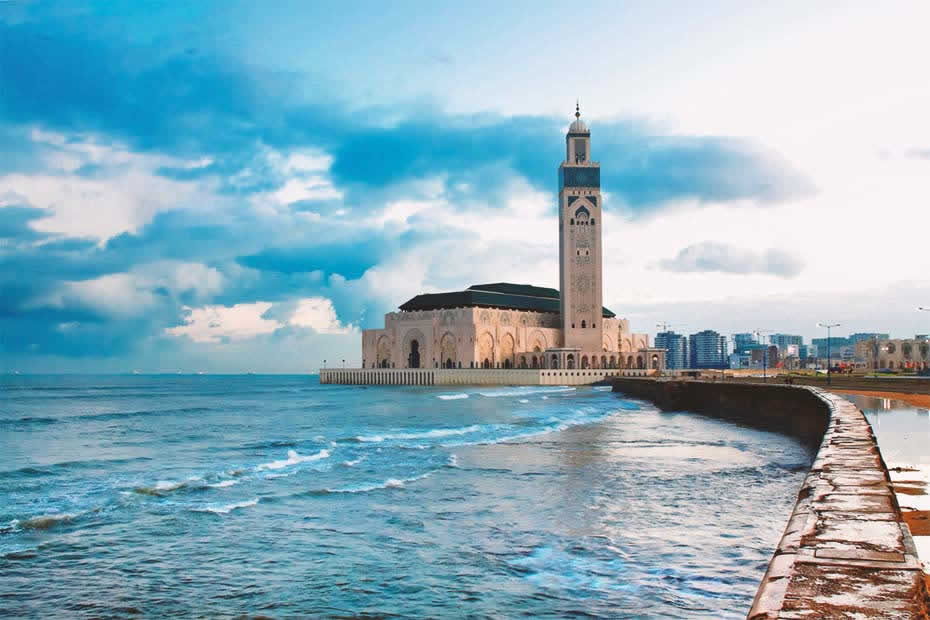 Beautiful view of the Hassan II Mosque that stands on a promontory looking out to the Atlantic Ocean