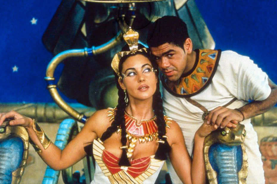 Monica Belluci and Jamel Debbouze in the movie Asterix and Obelix: Mission Cleopatra