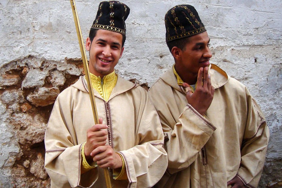 moroccans wearing traditional moroccan clothes